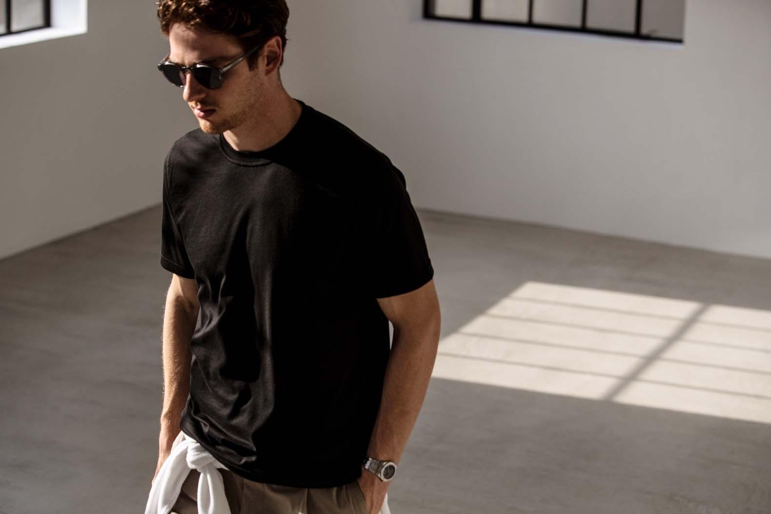 大人の夏はブラックTシャツがあればいい