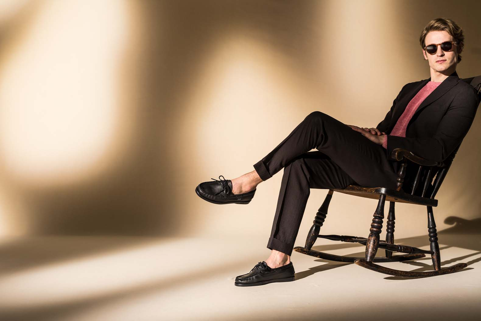 ディアスキンで生まれ変わった街履きデッキシューズの最新モデル