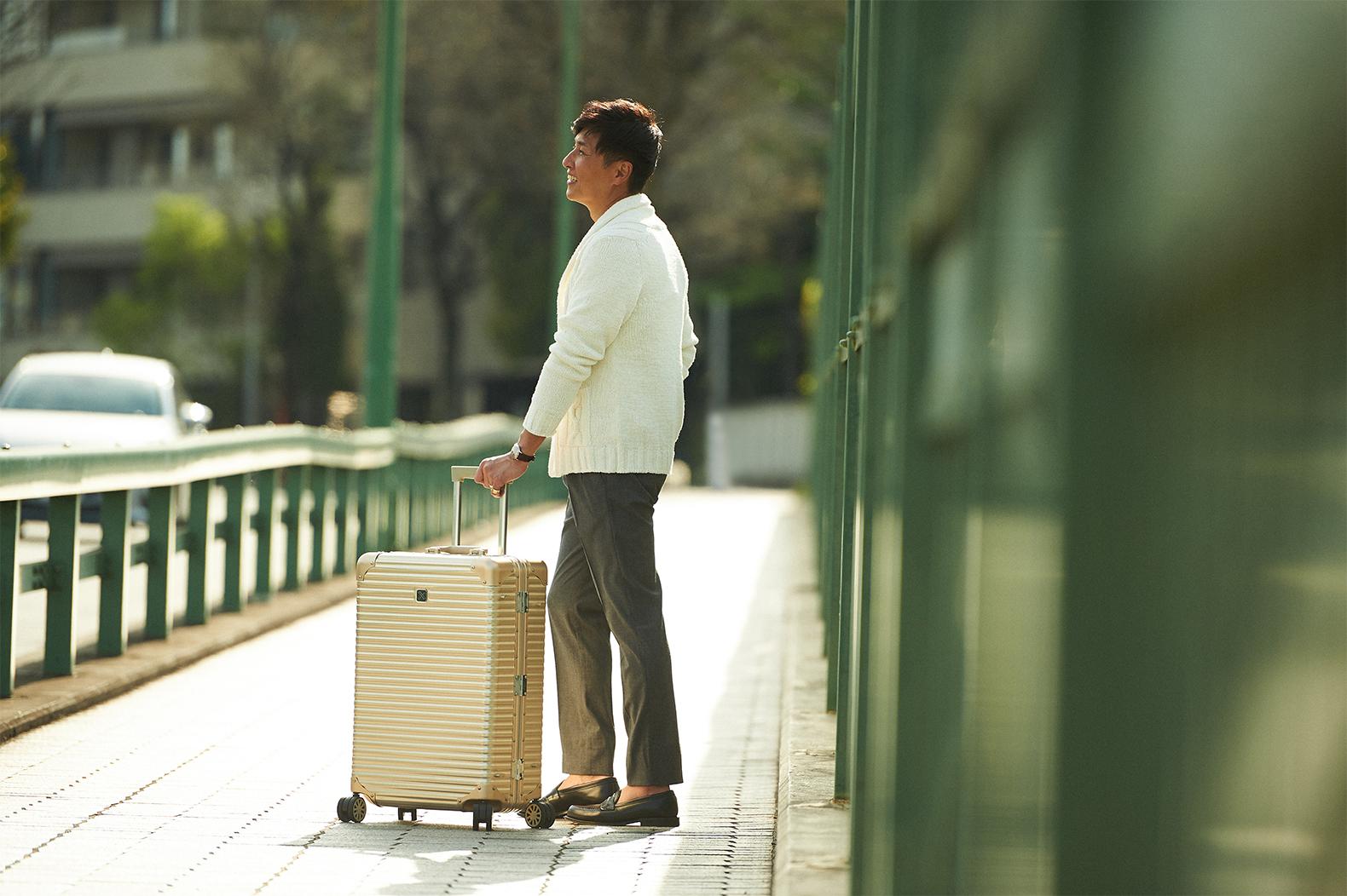 ラグジュアリーな旅に<br/>「ランツォ」 のスーツケースが似合う理由