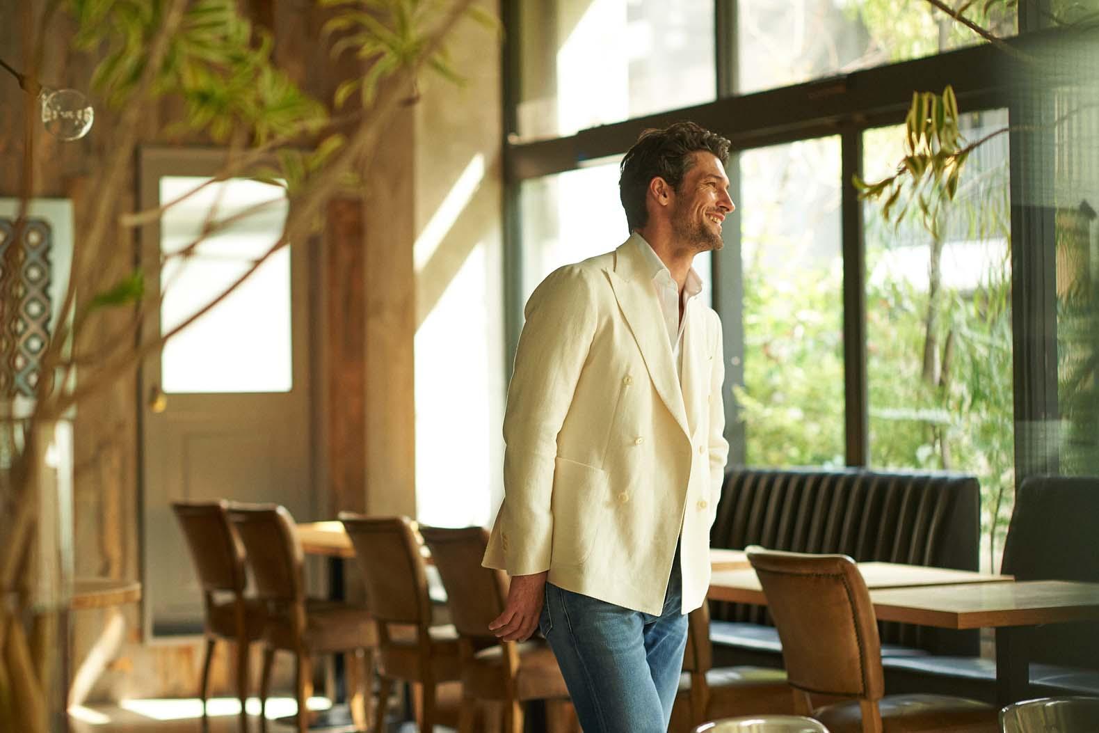 仕事のできるオトコほど、白アイテムを好んで着る