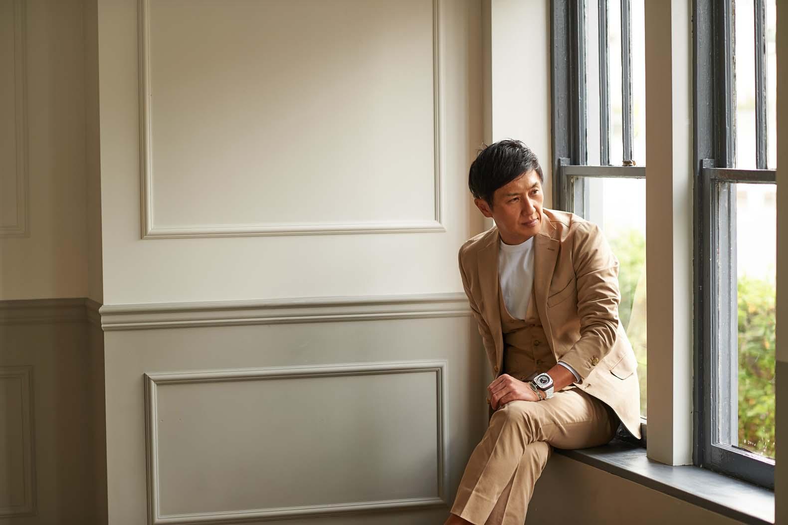 ナノ ライブラリーの最新作!トガベージュのハイブリッドスーツ
