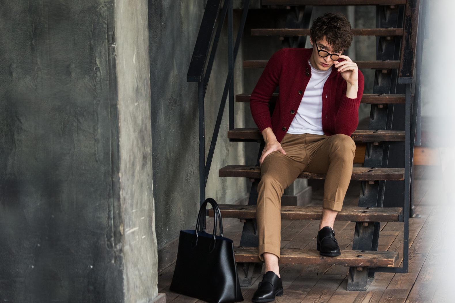 """秋色コーデは""""黒靴""""で締めるのが正解なんです"""