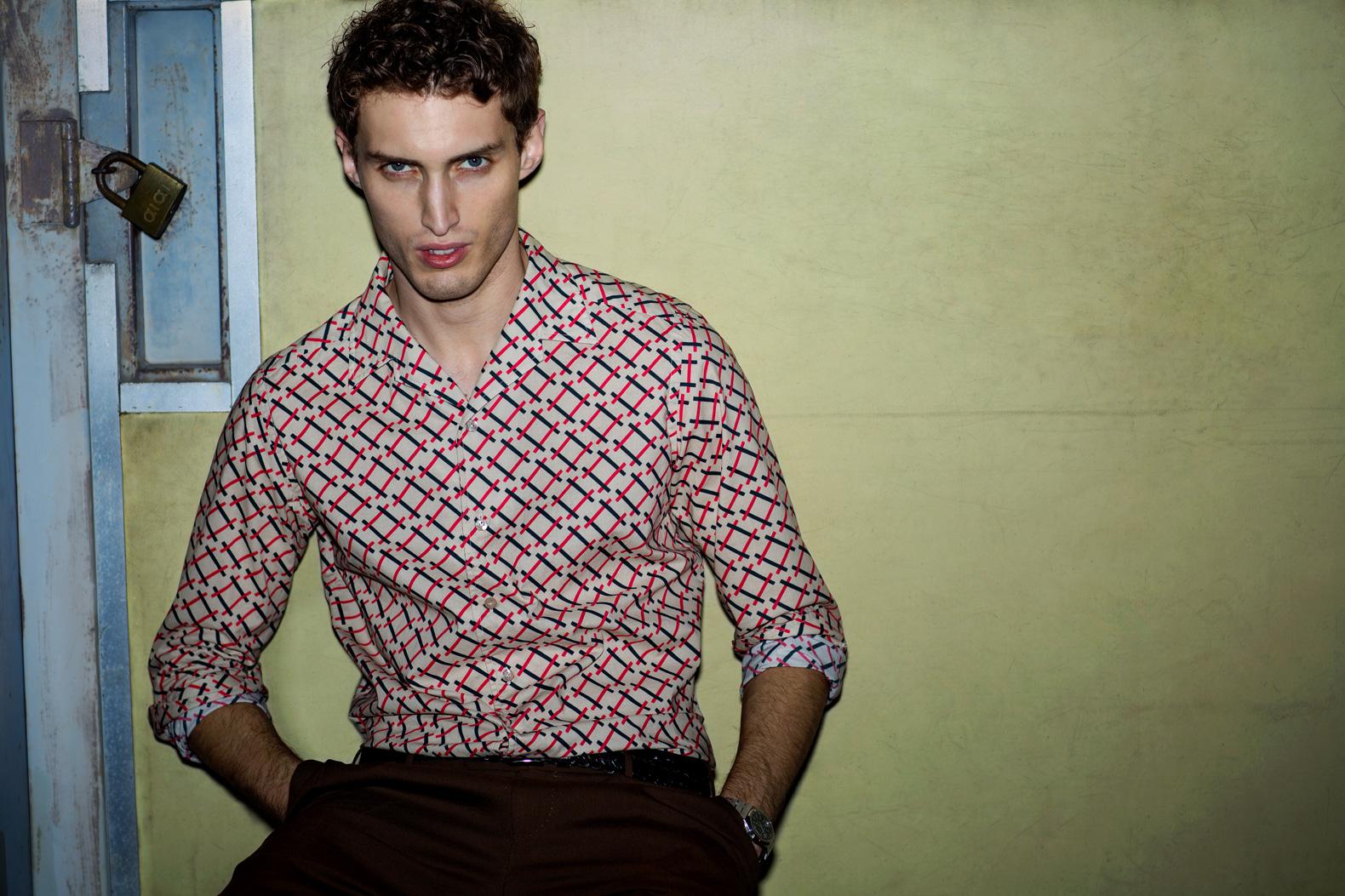 今季の大注目「レトロモダン」を 一枚で完成させるBAGUTTAの新作シャツ
